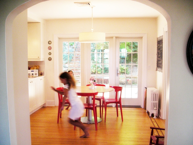 four red chairs notcom - Family Kitchen Design